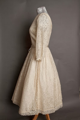 A guide to vintage lace wedding dresses, c Heavenly Vintage Brides, vintage wedding blog 2013