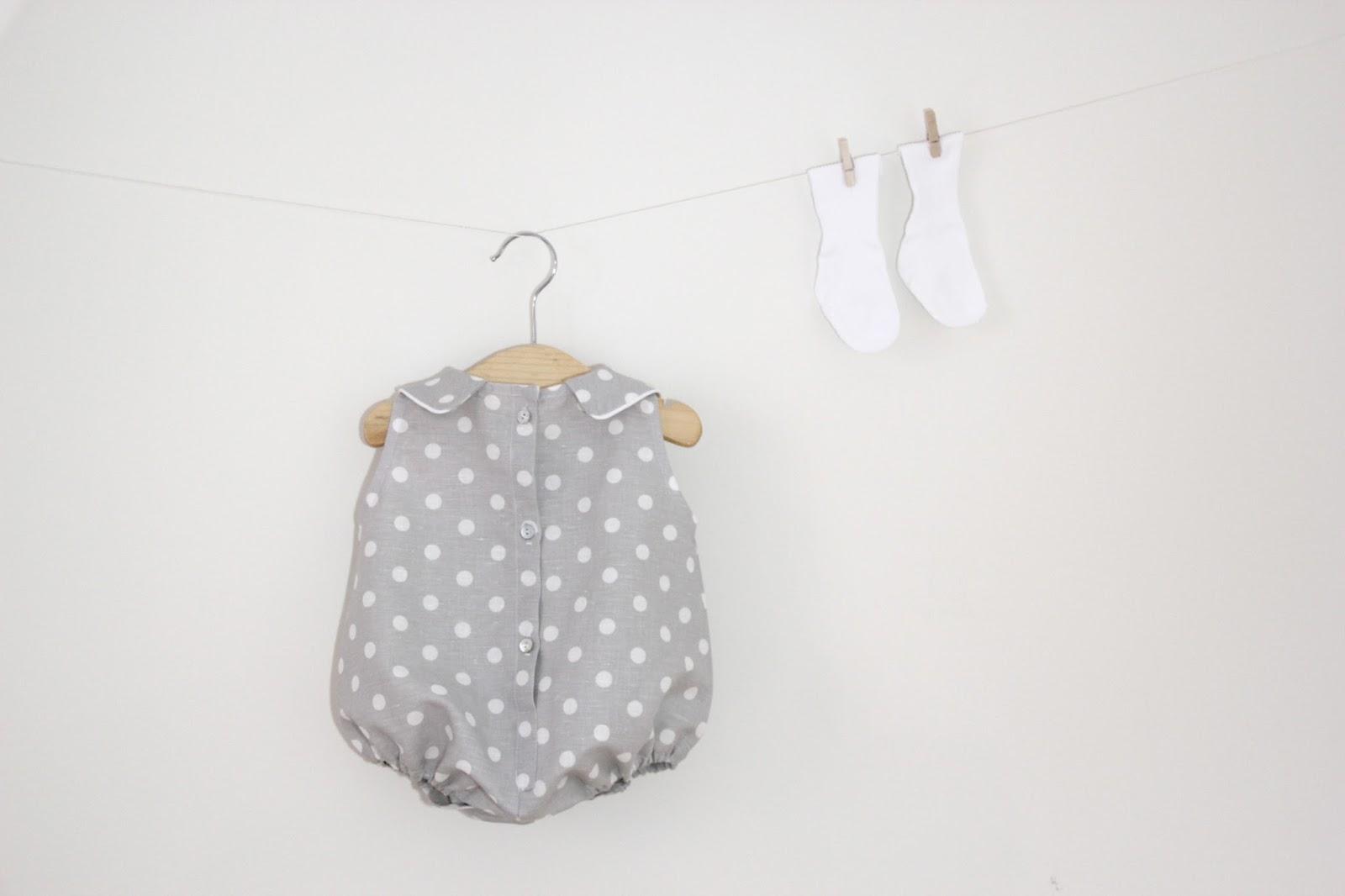 Tutorial y patrones: Pelele de lunares para bebe DIY     Oh, Mother ...