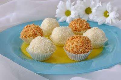 tartufi proteici al burro d'arachidi e di cocco