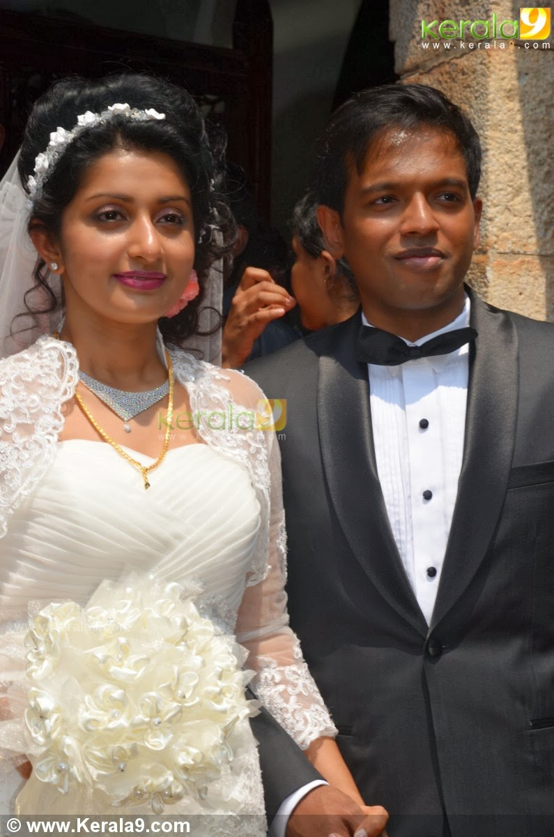 Wedding gowns with sleeves in kerala : Bridal wedding white gown