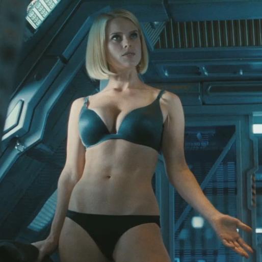 Alice Eve en Star Trek - En la Oscuridad