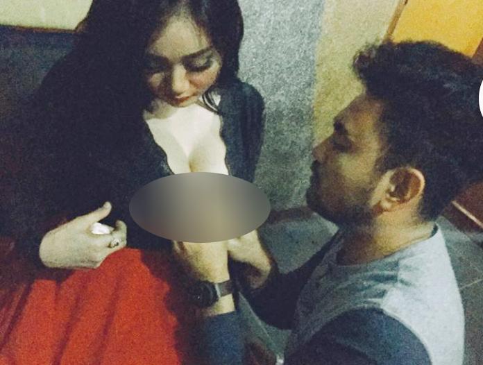 Foto Pegang Dan Cubit Dada Montok Pamela Safitri Personil Duo Serigala HOT Terbaru