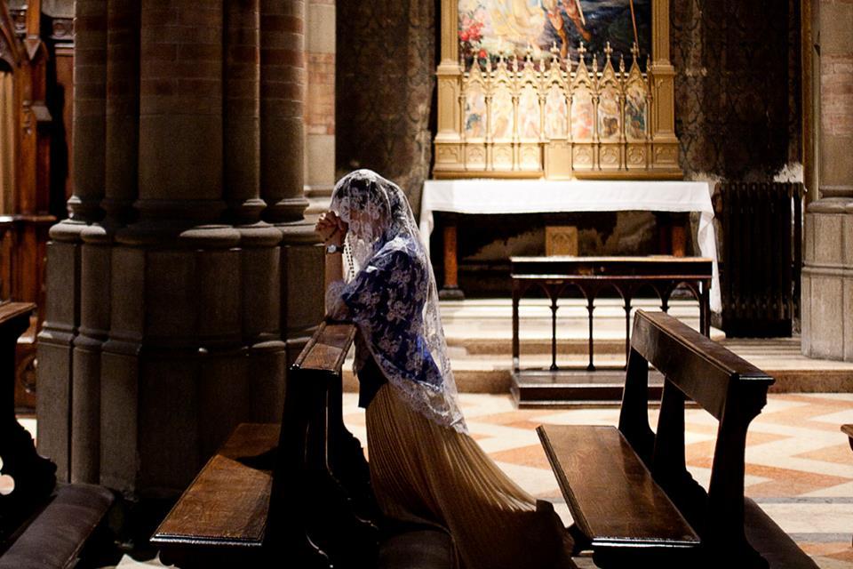 Resultado de imagem para moça sacramento penitência