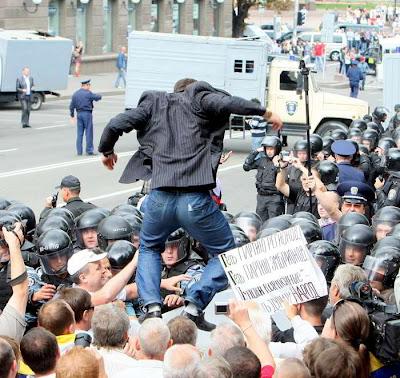 Фото Укринформ: столкновения в день Независимости