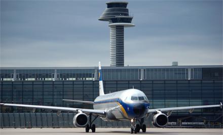 Η διάρκεια των απευθείας πτήσεων από το αεροδρόμιο της Αθήνας προς το αεροδρόμιο της Στοκχόλμης είναι περίπου 3 ώρες.