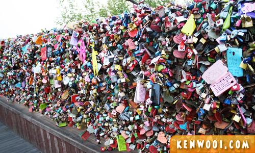 seoul love padlocks