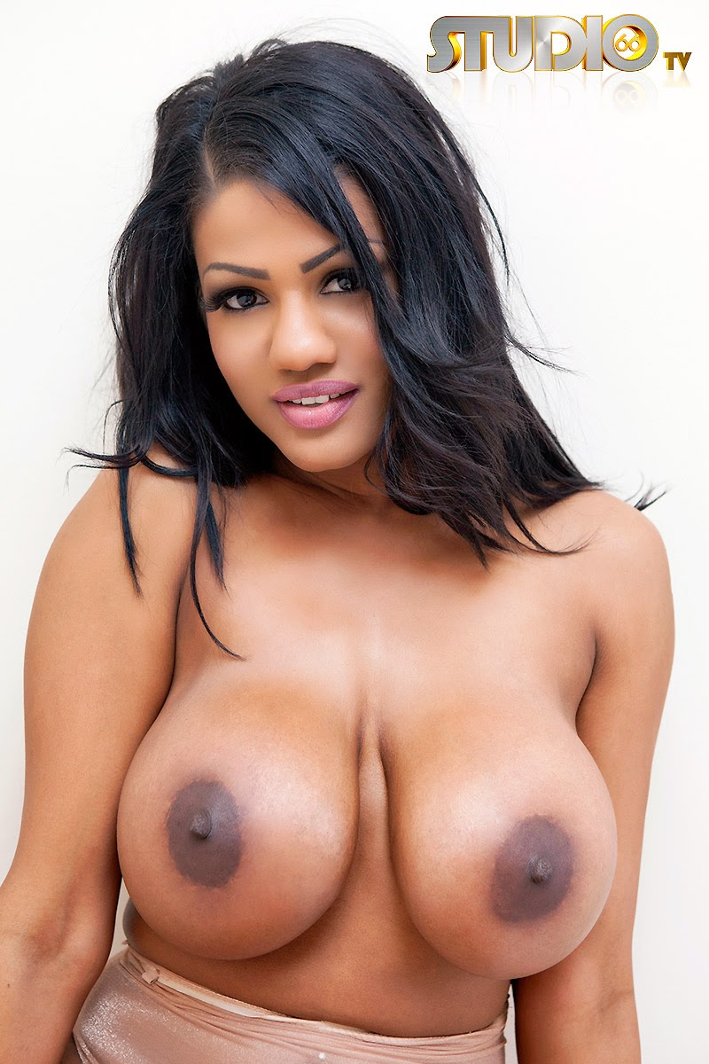 Ebony beauty Sophia Lares naked huge boobs pic 1