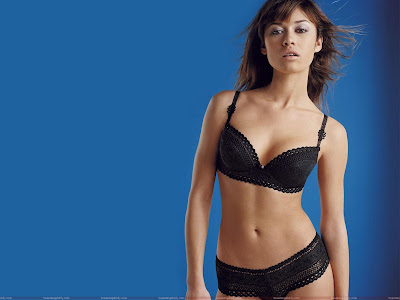 olga_kurylenko_wallpaper_in_black_lingerie_fun_hungama_forsweetangels.blogspot.com