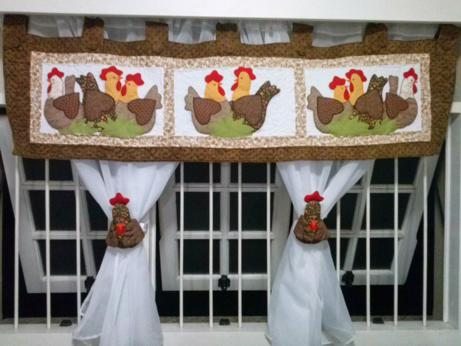 cortina de cozinha com bandô de galinha mais pregadeiras para cortina