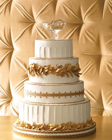 Torta de casamiento con detalles en dorado