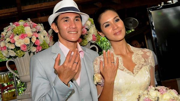 Kumpulan Foto Pernikahan Vino G Bastian