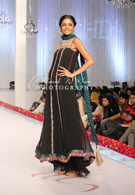 Style 360 Bridal Couture Week 2011 Karachi Collection By Mehdi Shetips
