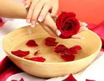 فوائد ماء الورد واهميته للبشرة و الشعر و الاسنان Rose water