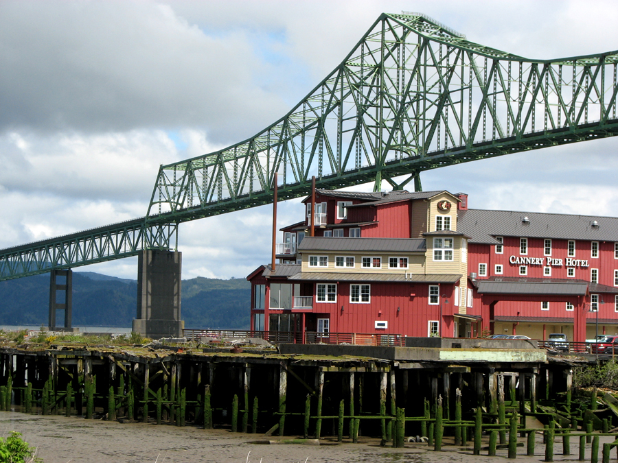 Cannery Pier Hotel, Astoria Bridge