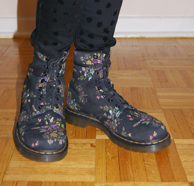 My Style!: Polka Dot Trousers from H&M, Floral Dr. Martens Boots Hudson's Bay, fashion, style, styletips, winter, winterstyle, shopping, warm, cozy, soft, outfit, OOTD, toronto, ontario, canada, the purple scarf, melanieps, accessories