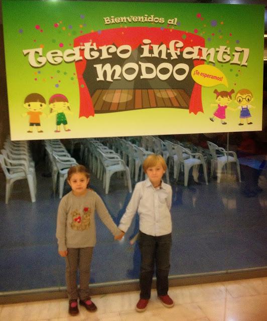 Asturias con niños: a donde vamos hoy? al teatro en el centro comercial Modoo