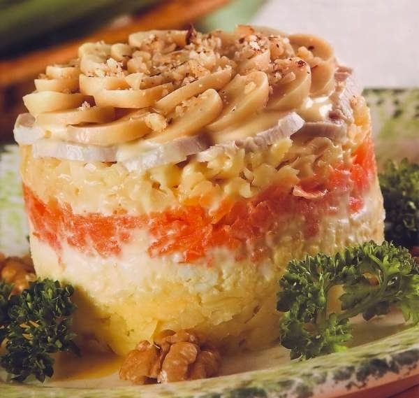Слоеные салаты с консервированными грибами и курицей рецепты