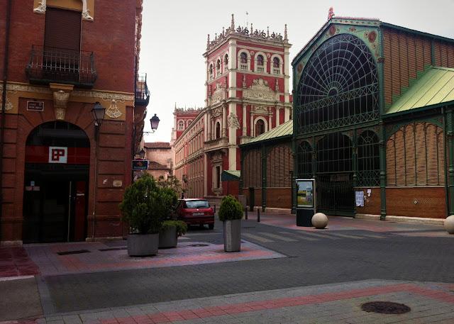 Traseras de Diputación y Mercado de Abastos, 2012 (cc) Abbé Nozal