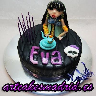 Tarta de cumpleaños para una fan de Cleo, una de las muñecas Monster High