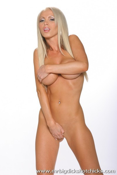 hottest pics of nikki blonde the porn star