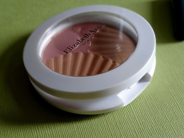 Elizabeth Arden Sunkissed Pearls Bronzer and Highlighter in Warm PearlsReview, Photos, Swatches