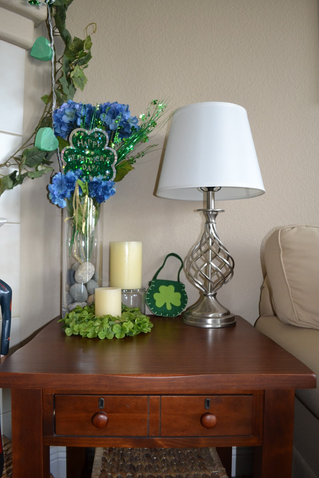 particularly practically pretty st patrick 39 s day decorations. Black Bedroom Furniture Sets. Home Design Ideas