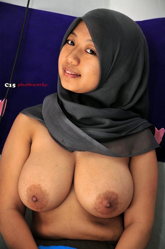 Nafsu Dunia: jilbab toge besar