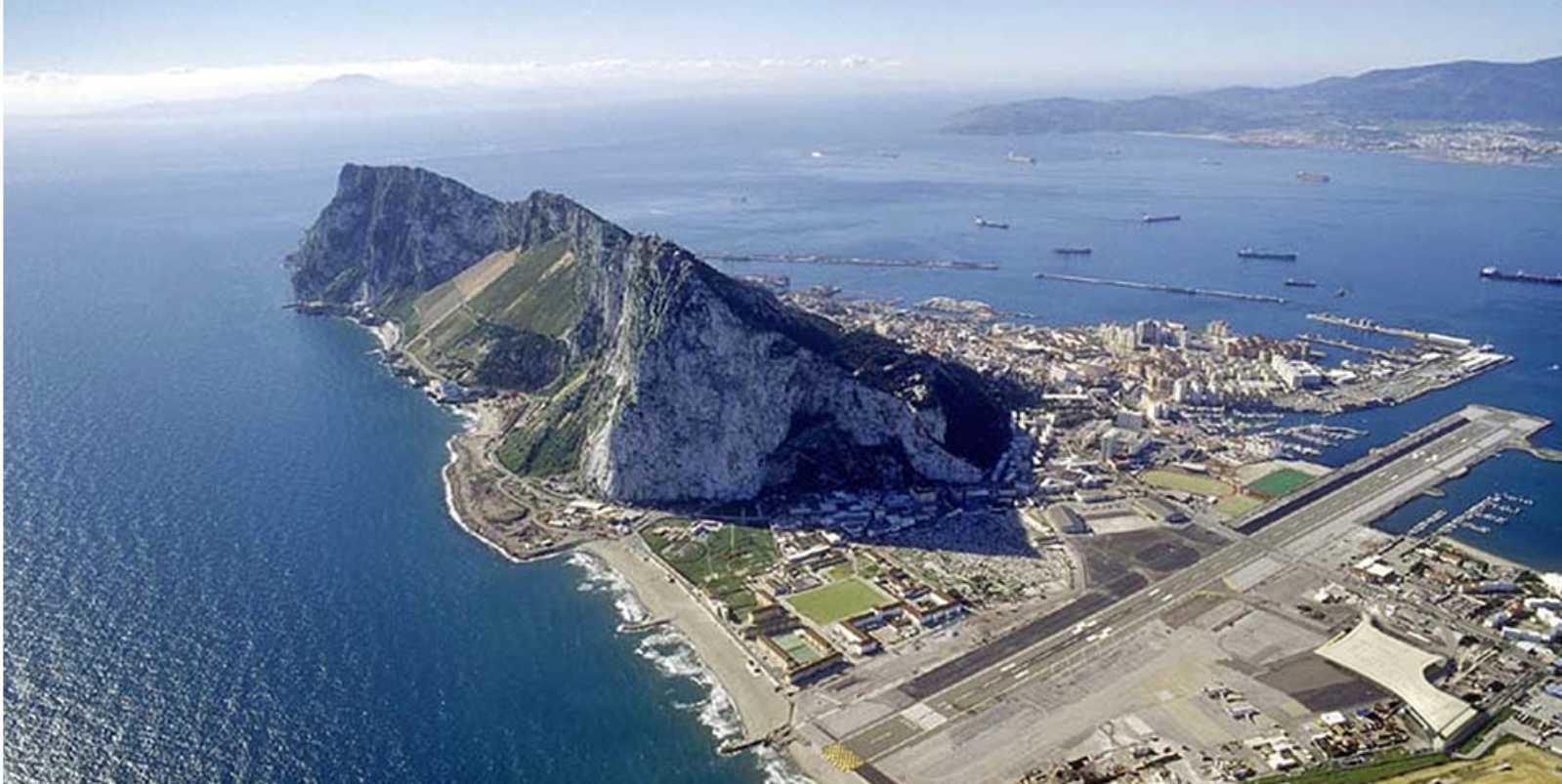 http://2.bp.blogspot.com/-Stbtbzqh-iE/UPlcLEGBg_I/AAAAAAAAVhI/z9oSBJummBs/s1600/Gibraltar%2BAirport%2Bby%2B3DReid%2Band%2Bbblur%2BArchitecture03.jpg