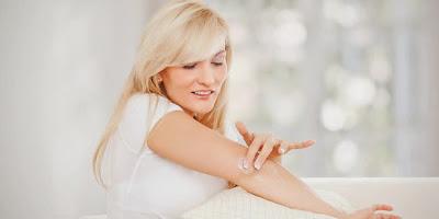 7 Cara Alami Memutihkan Kulit Siku dan Lutut