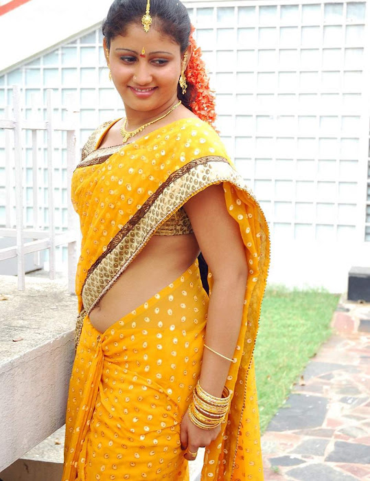 amrutha valli beautiful saree hot photoshoot