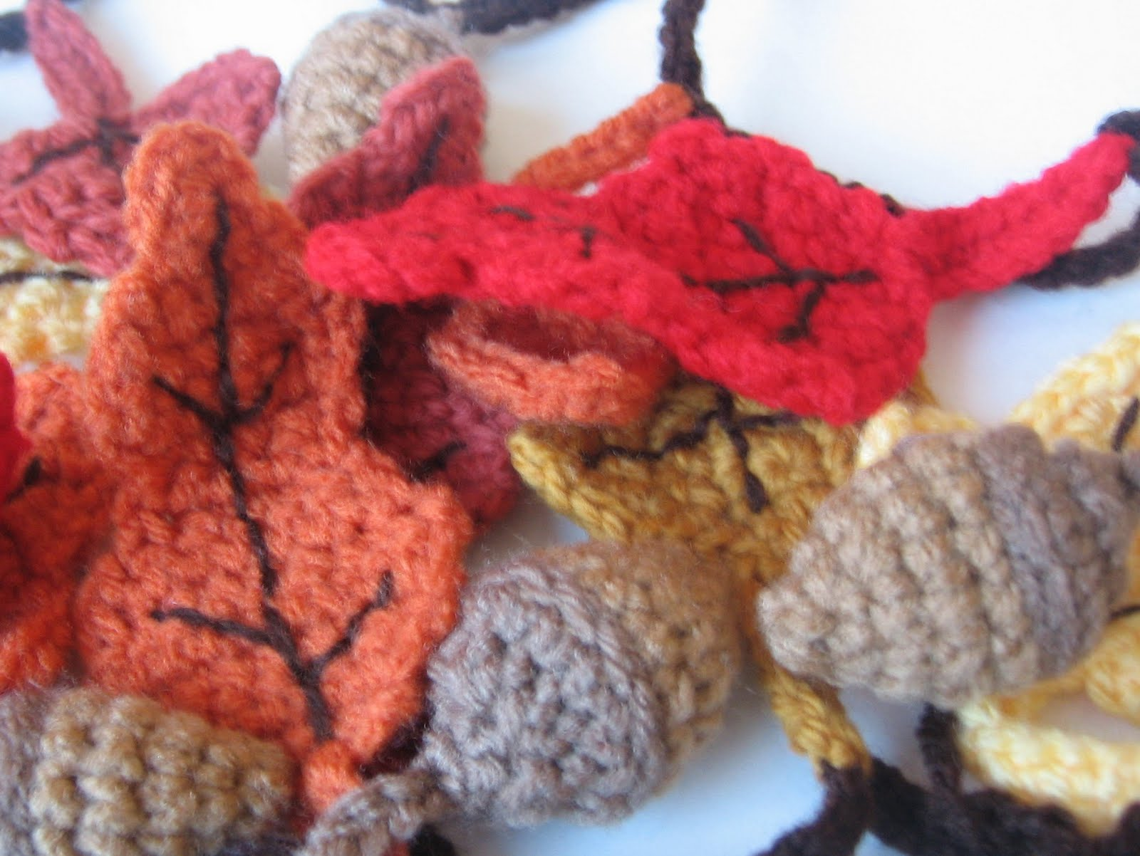 Fall Crochet Patterns : CROCHET N PLAY DESIGNS: Free Crochet Pattern: Autumn Garland