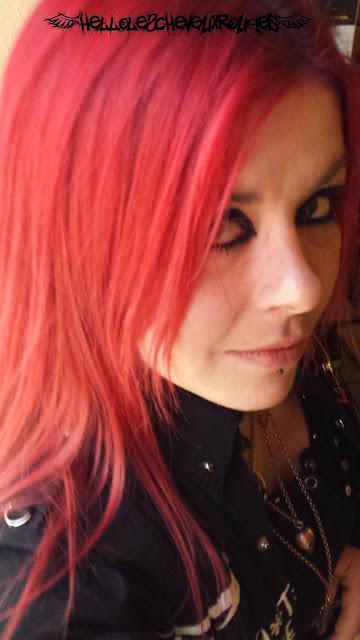 Moi avec mes cheveux colorés avec le crazy color fire Cheveux rouges Crazy Color Fire www.hellolescheveuxrouges.com