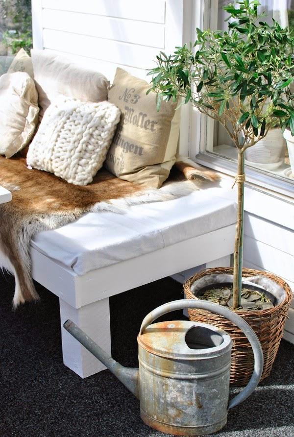 olivträd altanbänk renfäll kudde modernwool