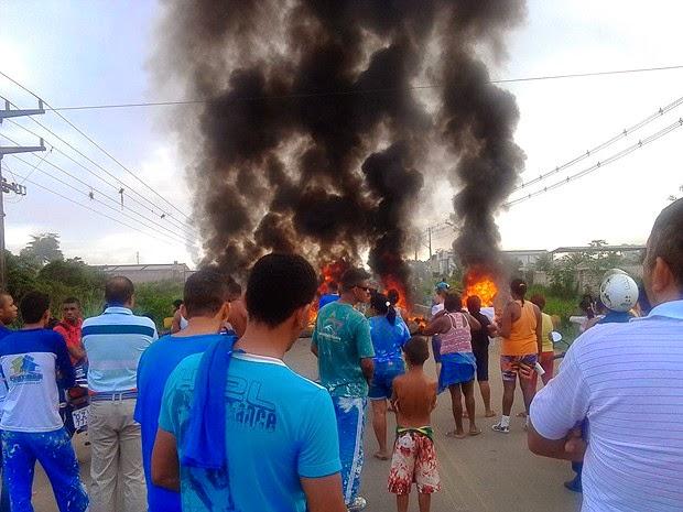 Protesto fecha rodovia que liga  Ilhéus à Itabuna.
