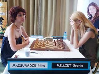 Échecs à Pau - ronde 6 : Nino Maisuradze (2284) 0-1 Sophie Milliet (2411) - Photo © FFE