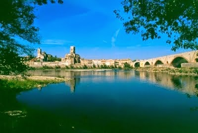 "Pont Saint Esprit ... France ... l'affaire du  "" pain qui rend fou "" ... photo du village ..."