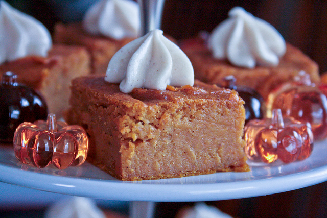 Pumpkin Pie Bars With Cream Cheese Frosting Pumpkin pie bars with ...