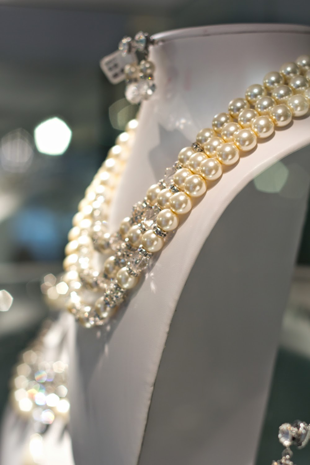 artemis-pop-up-jewellery-store-in-yorkville, statement-necklace, pearls