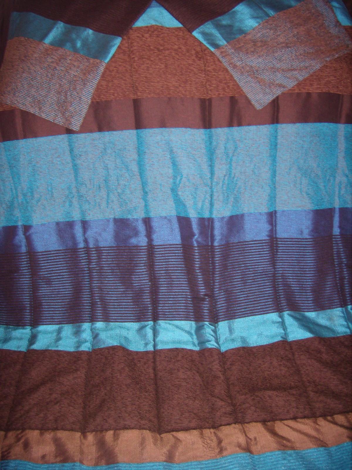 merycarpet couette couleur bleu et marron avec deux coussins. Black Bedroom Furniture Sets. Home Design Ideas