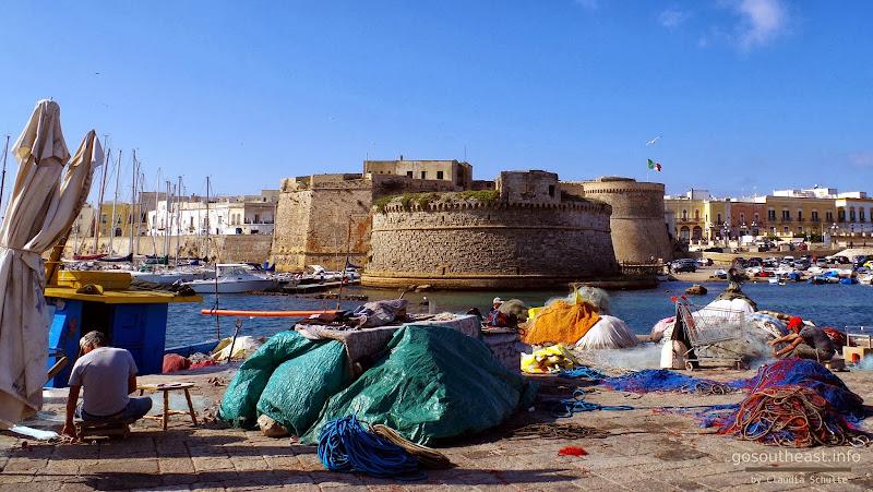 Fischer am Hafen von Gallipoli (Apulien)