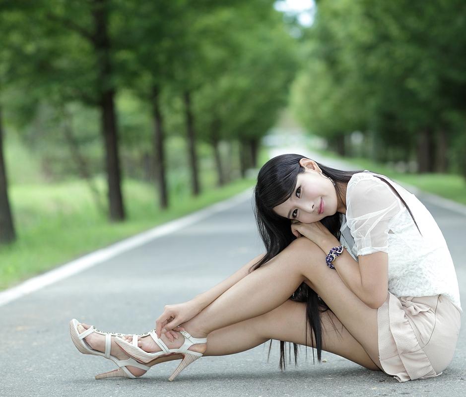 有谁会懂我每一次的失落?有谁能在我伤心难过时,轻轻的给我安慰。有谁可以给我一个安慰的拥抱,一个简单的拥抱。没有人会懂我每一次的失落。 Who would know every time when I am lost? When I am sad, who can gently give me comfort. Who can give me a comforting hug, or just a simple hug. No one will know, every time when I am lost.