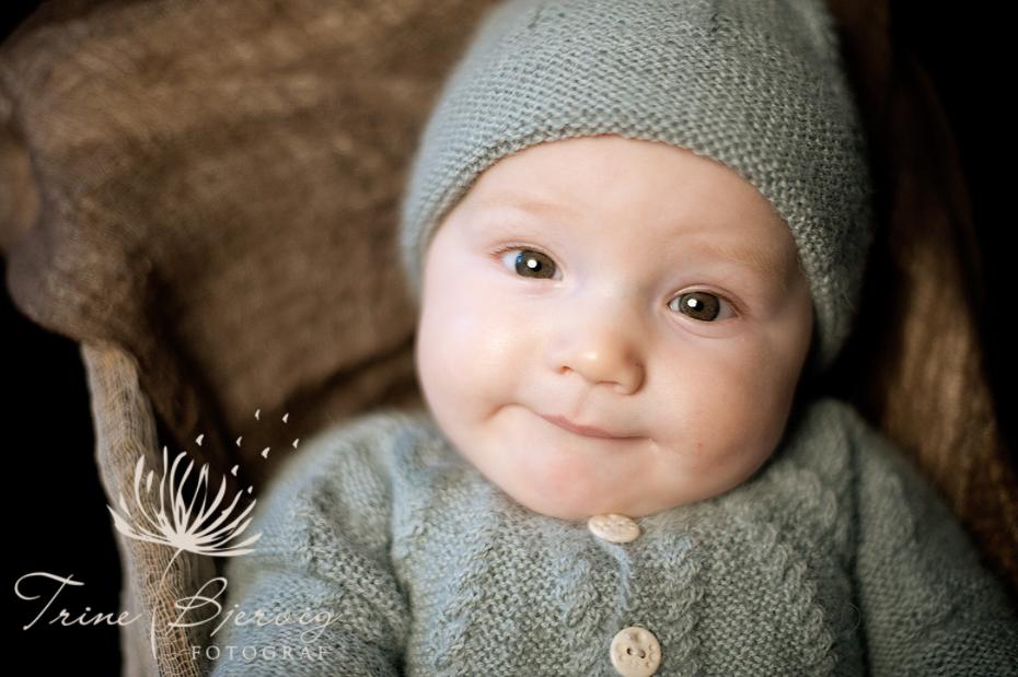 babyportrett av nydelig liten gutt, Babyfotograf Trine Bjervig, drammen, tønsberg