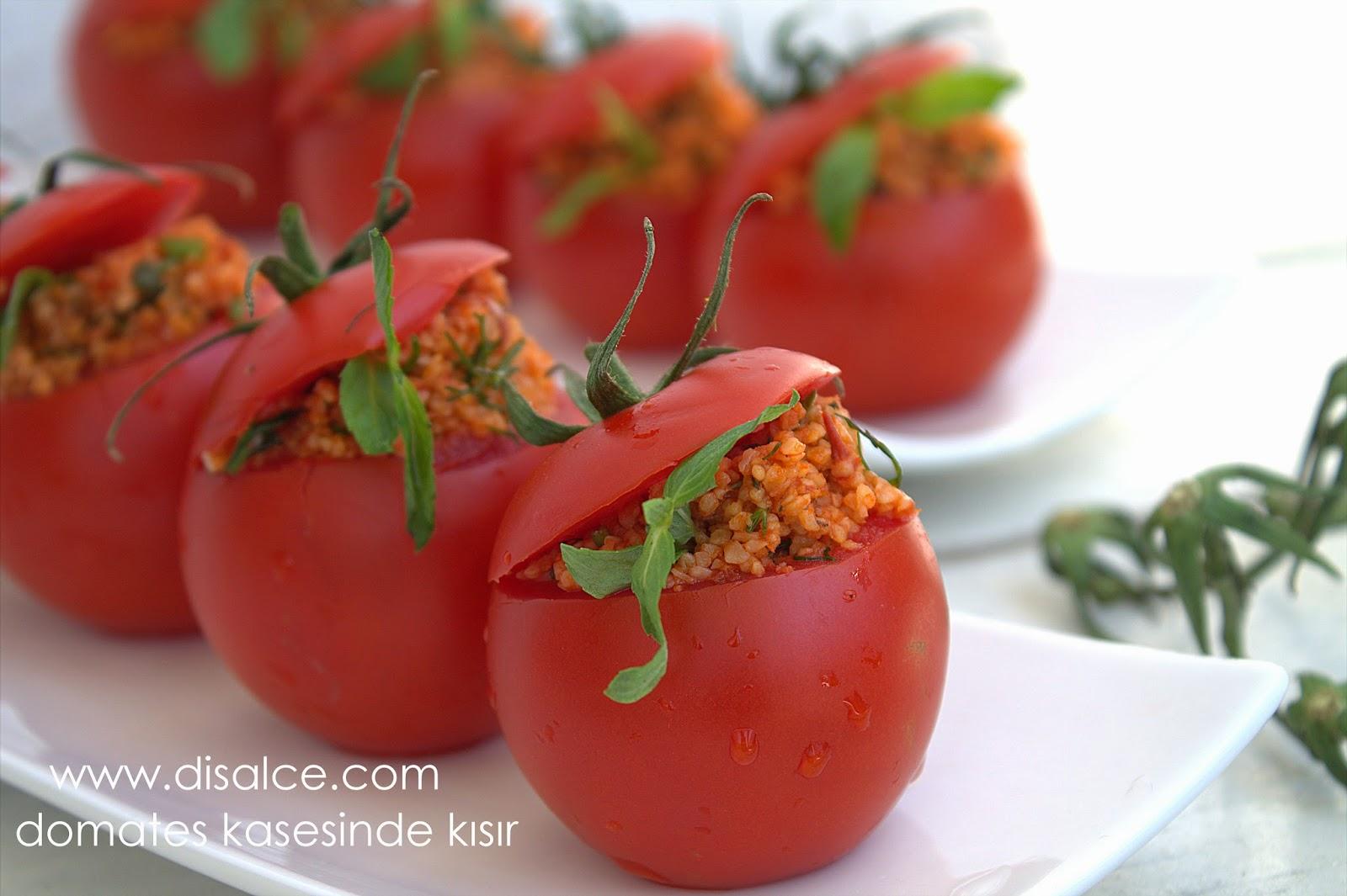 domateste kısır sunumu