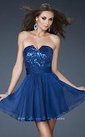Къса рокля в тъмносиньо с блестящо бюстие и ефирна пола, дизайн La Femme Fashion
