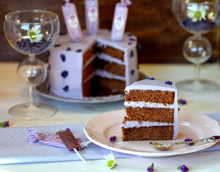 Layer cake de xocolata i violetes