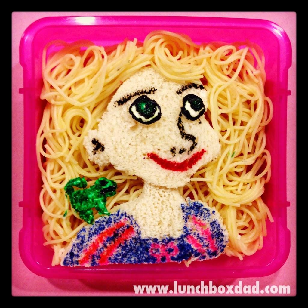 Un papa prépare une Lunch Box Princesse