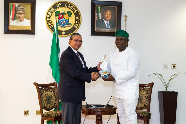 Lagos governor ambode receives bill and melinda gates for Carlos house lagos