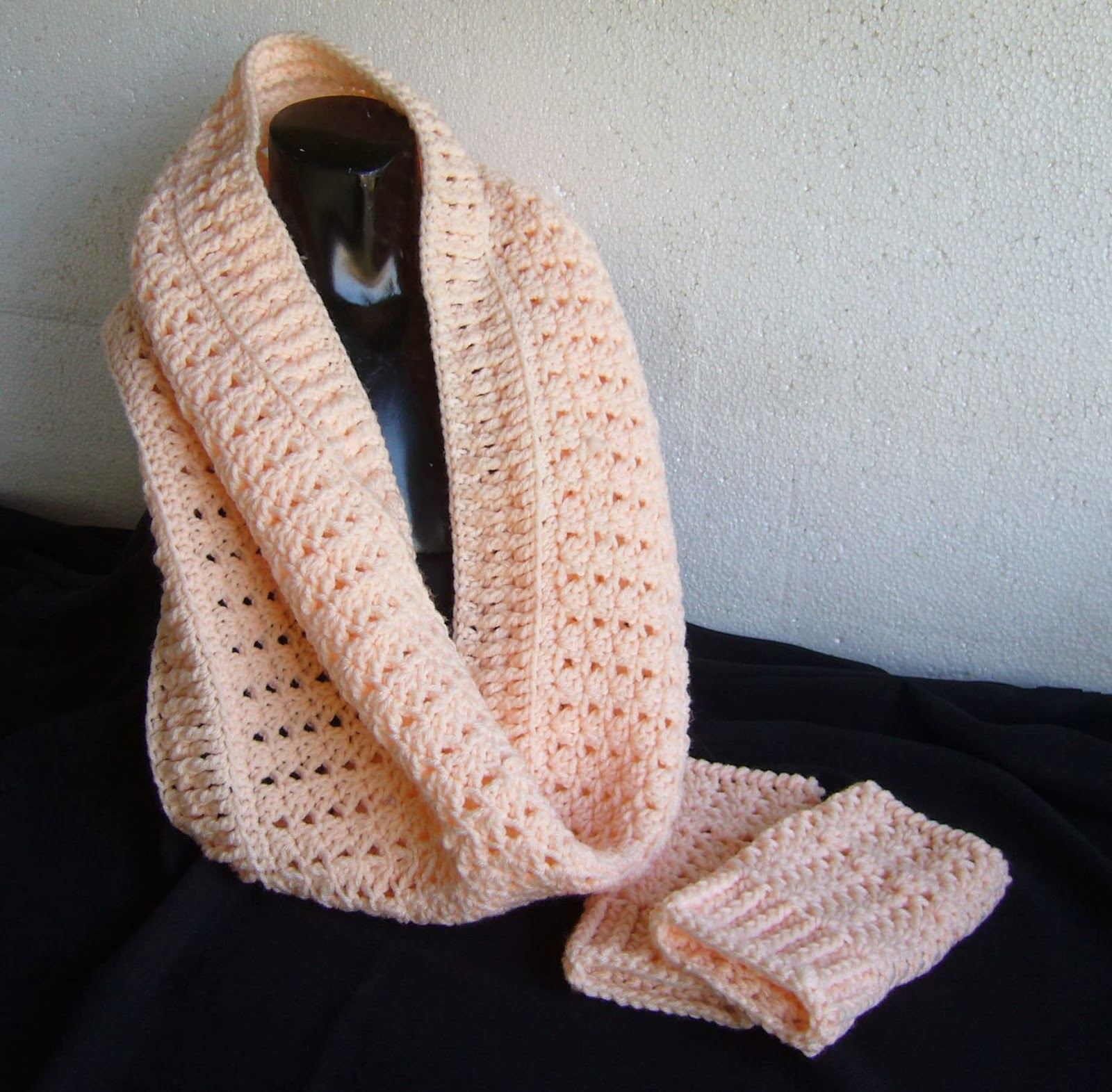 crochet cowl peach