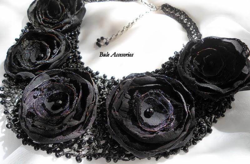 Un collar romántico....