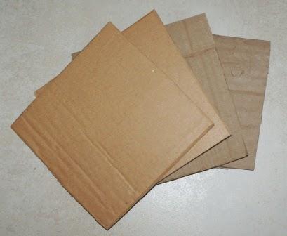 Kawałki kartonu w kształcie kwadratu
